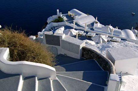 Grecia - Le case dell'Isola di Santorini affacciate sull' Egeo