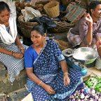 India del Sud - Venditori al mercato di Pondicherry