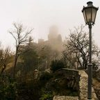 San Marino - Rocca Cesta immersa nella nebbia - Foto MARKOS.IT