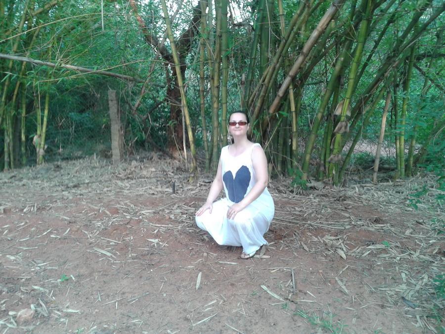 Auroville - Liza in un boschetto di bambù