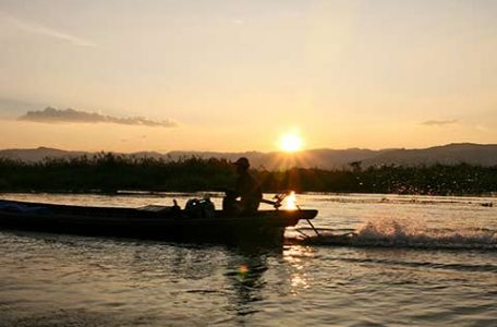 Birmania - navigando sul Lago Inle al tramonto