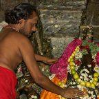 India - Mysore - Un sacerdote al tempio Sri Chamundeswari