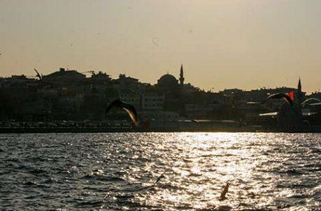 Istanbul, navigando sul Bosforo al tramonto