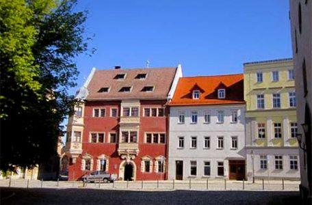 Germania - Case dai colori pastello nella vecchia DDR cittadina di Eisenberg Foto Rosalba dAdamo