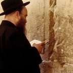Israele - Gerusalemme, in preghiera al muro del pianto