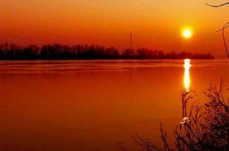 Italia - Tramonto sul fiume Po