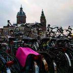 Olanda - Un parcheggio di biciclette nel centro di Amsterdam