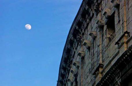 Roma - la luna e il colosseo - Foto Markos.it