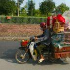 Vietnam - Saigon - le moto cariche di merci a Ho Chi Minh City