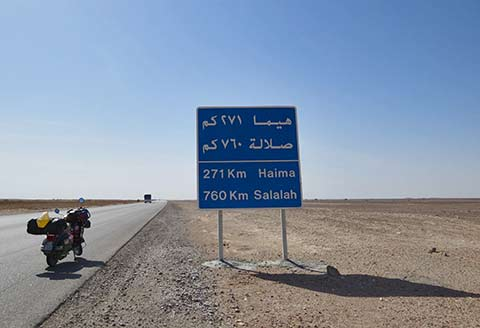 Deserto sulla via per Salalah durante il viaggio in Vespa in Oman