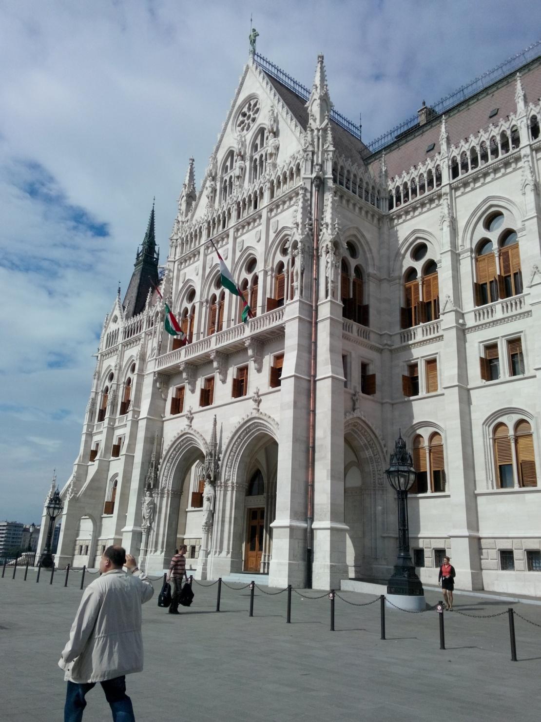 esterno parlamento.jpg
