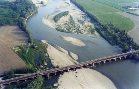 Il ponte sul Po tra Frascarolo e Valenza