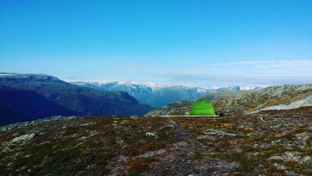Immagine che contiene erba, natura, montagna, collina  Descrizione generata automaticamente