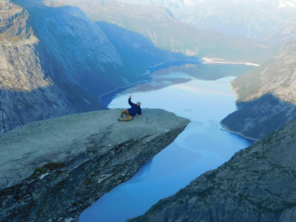 Immagine che contiene montagna, natura, valle, esterni  Descrizione generata automaticamente